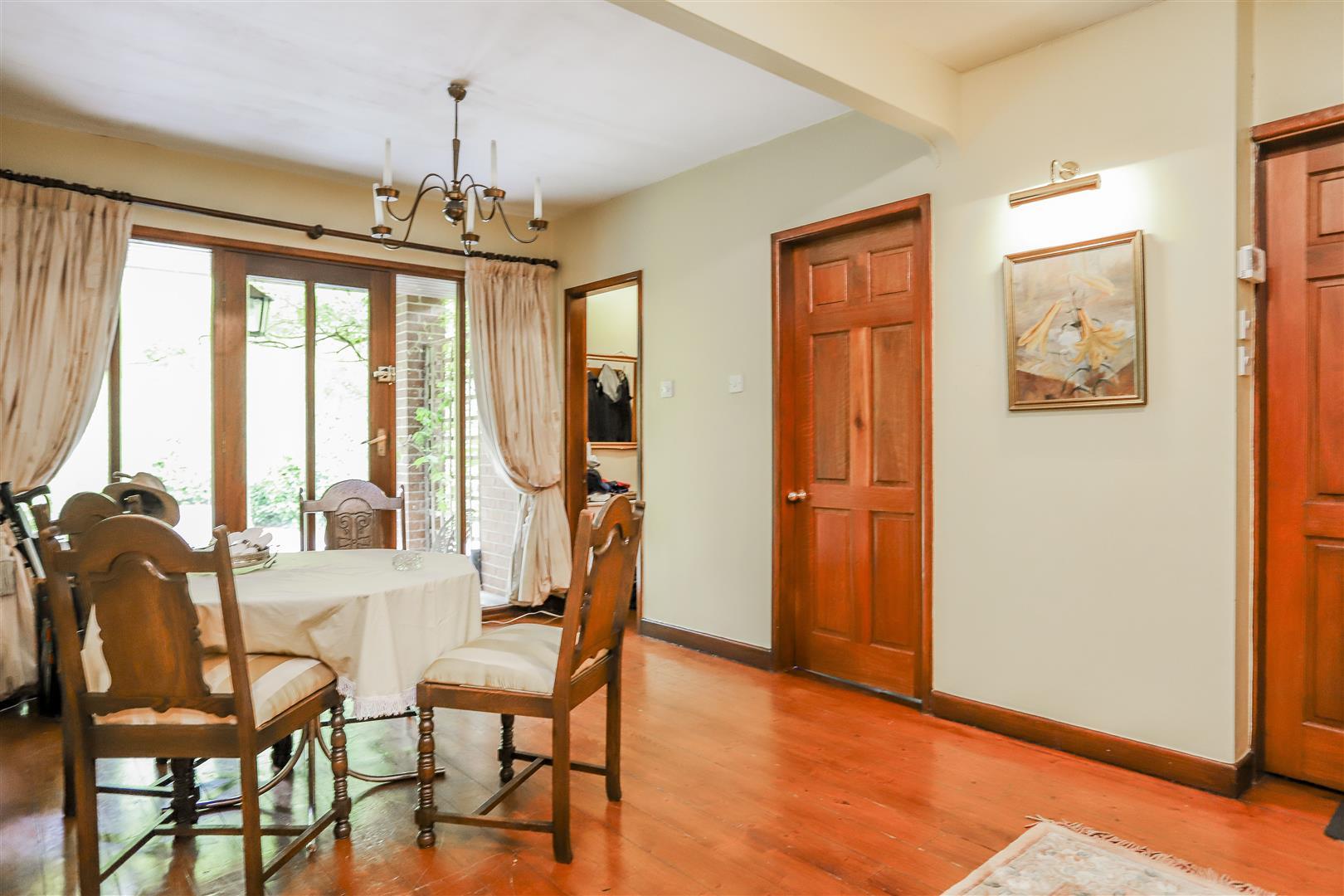 5 Bedroom Detached House For Sale - 23.JPG